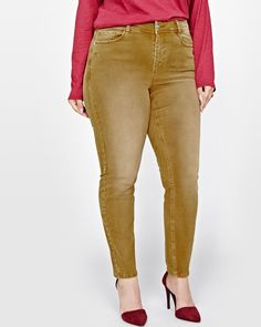 Faded denim is back in a big way. Show off your style in this trendy plus size skinny denim that will mold to your every curve. Fit & Cut - Skinny - Regular rise - Sandblast at front - 29-inch inseam Design details - Five-pocket design - Faded look About Love & Legend Love & Legend brings cool, trendy, and sexy plus size clothing with an edge for the adventurous trendsetter.