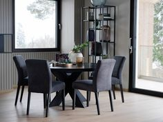 FINN – Rundt Spisebord diameter in 2020 Dining Chairs, Dining Room, Dining Table, Modern Classic, Lounge, Interior, Furniture, Nerdy, Home Decor