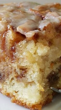 Apple Cinnamon Roll Cake Apple Cinnamon Roll Cake If you like cinnamon rolls youll love this easy apple dessert recipe Brownie Desserts, Mini Desserts, Easy Desserts, Desserts With Apples, Baking Desserts, Cake Baking, Greek Desserts, Baking Soda, Desserts For Thanksgiving