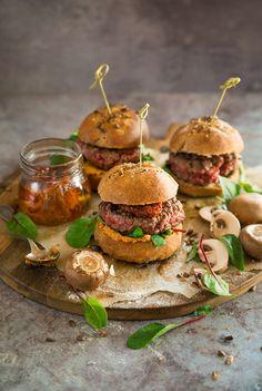 Burgers, steak haché, chorizo et crème de poivrons au chèvre