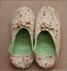 ARTE COM QUIANE - Paps e Moldes de Artesanato : Molde e explicação do sapato de tecido Ballerina Slippers, Crochet Shoes, Sewing Clothes, Hand Sewing, Free Pattern, Diy And Crafts, Baby Shoes, Kids, Facebook
