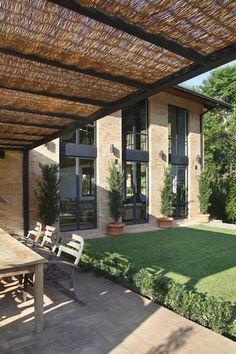 Backyard Pergola Ideas Patio Design Bricks 45 Ideas For 2019 Outdoor Rooms, Outdoor Living, Outdoor Decor, Future House, Architecture Design, Sustainable Architecture, Design Exterior, Modern Exterior, Backyard Patio