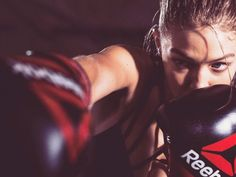 Kickletics: Mit diesem Kickbox-Training bekommst du einen superdefinierten Körper Sport Studio, Kickbox Training, Boxing Training, Kick Boxing, Boxing Girl, Gigi Hadid Reebok, New Reebok, Sport Motivation, Fitness Motivation