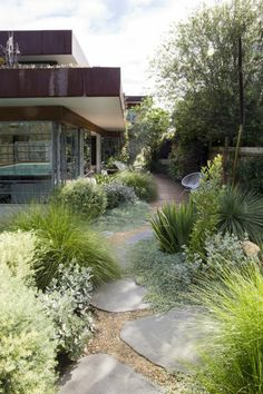 ▷ 1001 + Ideas for modern garden design to enjoy on warm days - Garten, Balkon & Pflanzen Tuscan Garden, Garden Cottage, Prairie Garden, Mediterranean Garden, Modern Landscaping, Front Yard Landscaping, Hard Landscaping Ideas, Landscaping Edging, Landscaping Trees