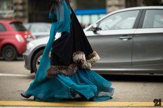 that is insane. #GildakoralFlora schooling absolutely everyone on phenomenal dressing. Milan. #MFW #Le21eme