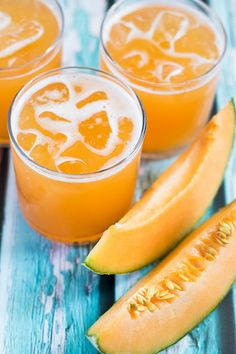 Cantaloupe Agua Fresca/Agua de Melon Cantaloupe Agua Fresca is a delicious and refreshing way to enjoy cantaloupe this summer! The post Cantaloupe Agua Fresca/Agua de Melon appeared first on Getränk. Fruit Drinks, Non Alcoholic Drinks, Cocktail Drinks, Beverages, Cocktails, Fresca Drinks, Fruit Recipes, Smoothie Recipes, Mexican Food Recipes