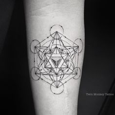 "499 gilla-markeringar, 6 kommentarer - ▪️AdithSetya (@twinmonkeytattoo) på Instagram: ""METATRON!! #twinmonkeytattoo #tattoo #cube #lineart #magicinkmagz #ink #intenze #vscocam #vsco…"""