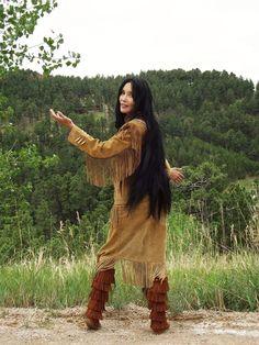 Junal Gerlach -Top Native Model/Actress -Modeling Tribal Impressions Hanna Top, Matching Fringed Skirt and Five Layer Minnetonka Zipper Boots! American Indian Girl, Native American Girls, Native American Pictures, Native American Beauty, Indian Pictures, Native American History, American Indians, Native Indian, Native Art