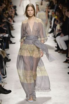 Philosophy di Lorenzo Serafini. See all the best looks from Milan fashion week fall 2015.