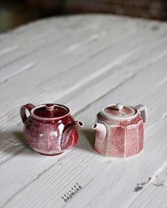 팔로워 11천명, 팔로잉 481명, 게시물 3,115개 - 🌿갤러리 다운재🌿(@gallery_daunjae)님의 Instagram 사진 및 동영상 보기 Korean Pottery, Japanese Pottery, Ceramic Teapots, Ceramic Art, Tea Timer, Tea Gifts, Tea Art, Tea Bowls, Tea Accessories