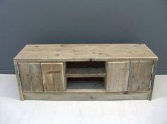 Tv meubel van steigerhout met 2 deurtjes en schapjes (22131538) | TV meubels & Salontafels | JORG`S Houten Meubelen #home #decor