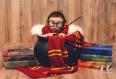 "This Baby Had An Adorably Magical ""Harry Potter"" Themed Photoshoot Baby Harry Potter, Harry Potter Nursery, Harry Potter World, Newborn Pictures, Baby Pictures, Photo Bb, Southern Baby Names, Foto Newborn, 3 Month Old Baby"