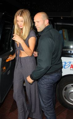 Jason Statham and Rosie Huntington-Whiteley Rosie And Jason, Jason Statham And Rosie, Rosie Huntington Whiteley, Kelly Brook, Jason Stathman, Stylish Couple, Fashion Couple, Summer Chic, Spring Street Style