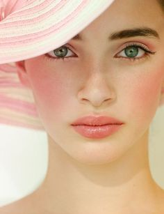 #pink #pinkmakeup #pinklip #pinkeyes #pinkshadow #blusher #lovely #yoohwaitoptotoe 무한 매력, 러블리한 메이크업을 연출할 때 단연 최고인 핑크!
