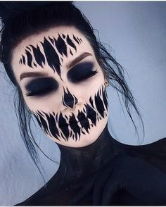 Are you looking for inspiration for your Halloween make-up? Browse around this website for creepy Halloween makeup looks. Creepy Halloween Makeup, Amazing Halloween Makeup, Halloween Inspo, Halloween Looks, Halloween Costume Makeup, Halloween Make Up Scary, Halloween Party, Amazing Halloween Costumes, Halloween Bride