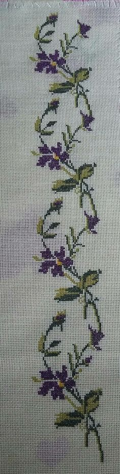 This Pin was discovered by hüd Just Cross Stitch, Cross Stitch Borders, Cross Stitch Flowers, Cross Stitch Designs, Cross Stitch Patterns, Hobbies And Crafts, Diy And Crafts, Cross Stitch Embroidery, Hand Embroidery