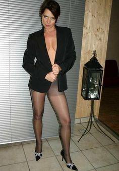 German Mom - Reife Frau fickt Jungspund vor Party