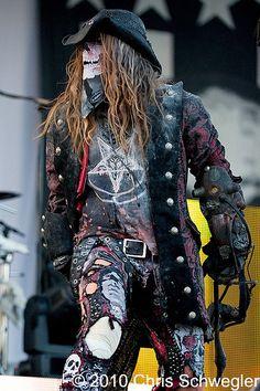 Rob Zombie, vocalista y frontman de rock de Rob Zombie.  Influencia clara el el apartado del horror rock