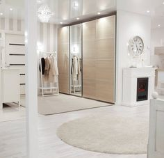 The last day of January😚 Welcome February💛 Tuntuu todella hyvältä että helmikuu on alkamassa. Tammikuu oli minulle synkkä kuukausi, mutta eiköhän helmikuussa helpota.😌 Blogissa kerroin eilen tarkemmin tänhetkisistä fiiliksistä. Mukavaa iltaa😘 #eteinen #hallway #lobby #aula #koti #sisustus #interior #classyinterior