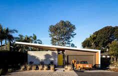 The Avocado Acres House puts a contemporary spin on mid-century Modernist architecture - PLAIN Magazine Bungalows, Southern California Beaches, Encinitas California, Building A Container Home, Container Cabin, Container Homes, Mid Century House, Inspired Homes, Cabana