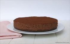 Mousse fácil de Chocolate - ¿Os apetece una tarta de chocolate que no necesita horno? Pues esta es vuestra tarta. Una base de galleta chocolateada con una mousse de chocolate muy ligera.