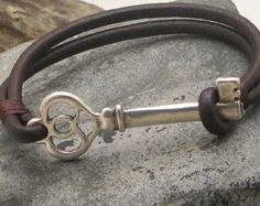 EXPRESS SHIPPING Men's leather bracelet . Red by eliziatelye