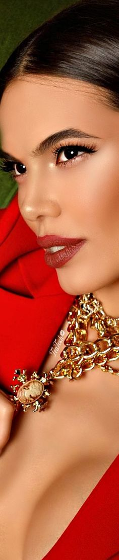 Material Girls, Gold Fashion, Head To Toe, Red Gold, Role Models, Costume Jewelry, Fashion Accessories, Barbie, Profile