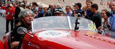 Jochen Mass bei der Mille Miglia 2015 in Siena, Toskana | Nostalgic Oldtimerreisen