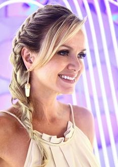 de lado Braided Hairstyles, Wedding Hairstyles, Cool Hairstyles, Hair Growth Tips, Hair Care Tips, Black Tie Hairstyle, How To Make Hair, Pretty Woman, Wedding Shirts
