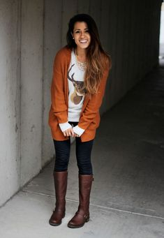 Burnt orange cardigan, buck shirt, dark wash skinny jeans, and riding boots. Orange Cardigan Outfit, Cardigan Outfits, Rust Cardigan, Long Cardigan, Fall Winter Outfits, Autumn Winter Fashion, Winter Clothes, Winter Style, Fall Fashion