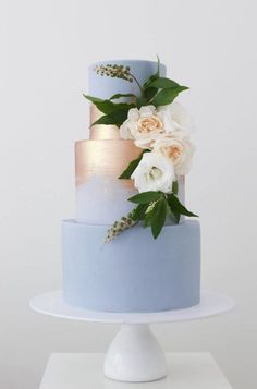 Cake Inspiration - Sweet Bakes Featured Cake: Sweet Bakes for Wedding cakes ideas.Featured Cake: Sweet Bakes for Wedding cakes ideas. Metallic Wedding Cakes, Floral Wedding Cakes, Wedding Cake Rustic, Elegant Wedding Cakes, Wedding Cake Designs, Gold Wedding, Cool Wedding Cakes, Wedding White, Wedding Cake Simple