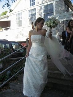 "Monique Lhuillier ""Mona"" Wedding Dress - Nearly Newlywed Wedding Dress Shop #wedding #weddingdress #designerwedding #moniquelhuillier #weddingfashion #weddinginspiration #dress #bridal #fashion"