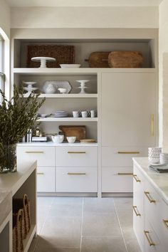 Rustic Kitchen, New Kitchen, Island Kitchen, Eclectic Kitchen, Kitchen With Plants, L Shape Kitchen, Modern Kitchen Decor, White Ikea Kitchen, Kitchen Ideas