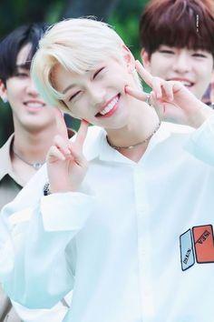kpop idol as your - 𝐟𝐞𝐥𝐢𝐱 𝐥𝐞𝐞 Felix Stray Kids, Lee Min Ho, K Pop, Rapper, Kid Memes, Kids Wallpaper, Lee Know, Friends With Benefits, Kpop Boy