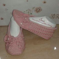Kadriye Crochet Men, Tunisian Crochet, Crochet Slipper Pattern, Crochet Slippers, Sock Shoes, Baby Shoes, Knitting Patterns, Crochet Patterns, Ballet Shoes