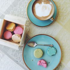 Macarons by luna and the table