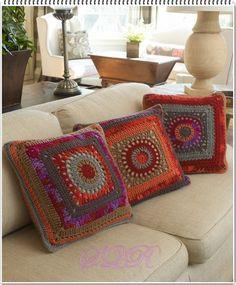 Transcendent Crochet a Solid Granny Square Ideas. Inconceivable Crochet a Solid Granny Square Ideas. Beau Crochet, Crochet Home, Crochet Crafts, Crochet Yarn, Crochet Projects, Free Crochet, Crochet Crowd, Boho Crochet Patterns, Crochet Pillow Pattern