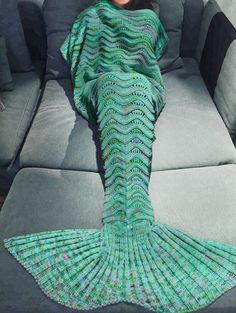 Fashionable Multicolor Knitted Mermaid Tail Design Blanket For Adult