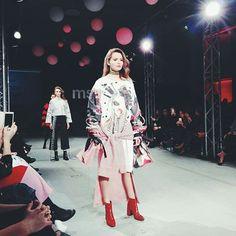 Dziś podziwialiśmy kolekcje młodych i bardzo zdolnych absolwentów MSKPU. Relacja z pokazu już jutro na whitemad.pl #moda #warszawa #fashion #catwalk #runway #fashionweek #polska #warsaw #polishboy #polishgirl #magazine #whitemad #polishmagazine #model http://www.butimag.com/fashion/post/1470602424976604655_1252041729/?code=BRooR0qjv3v