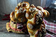 """""""ΤΟ"""" τσουρέκι! Tsoureki Recipe, Kai, Greek Easter, Sweet Desserts, Food Network Recipes, Happy Easter, Waffles, French Toast, Food And Drink"""