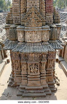 Stone carving on one of the 108 miniature shrines, in the Surya Kund. Sun Temple, Modhera, Gujarat, India. - Stock Image