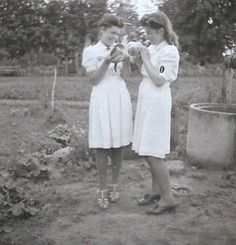 Heer Helferinnen in summer dresses. I love the heck out of this uniform &… Ww2 Women, Military Women, Military History, German Girls, German Women, Luftwaffe, The Third Reich, Female Soldier, World War One