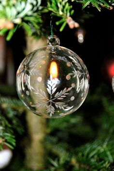 Are you looking forward to Christmas this year? Here are 55 Inspiring Christmas Lighting Ideas You Should Try For Your Home. Christmas Mood, Noel Christmas, Green Christmas, Little Christmas, Christmas Wishes, Christmas Colors, Christmas Bulbs, Christmas Wreaths, Christmas Crafts