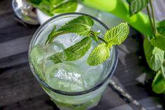 Ahora que estamos sufriendo unas altas temperaturas, lo que más queremos es refrescarnos. Y una buena manera de hacerlo es disfrutando de alguna de las bebidas más apropiadas para estas fechas. Por eso, ahora queremos darte a conocer una propuesta...