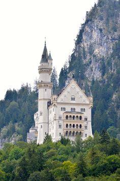 Neuschwanstein Castle, Germany  #travel #germany #europe #castle #wanderlust #rebekaheliztravels