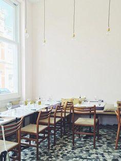 barefootstyling.com Orso is de gloednieuwe Italiaanse pizzeria in hartje Zurenborg (Antwerpen) van Claudio Leoni en Isabelle Swaeb. Met een goede smaak voor zowel interieur als smaakvolle gerechten staat deze nieuwkomer met stip bovenaan je to-do lijstje.