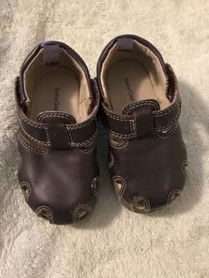 NEW CHOCOLATE W// PK FLOWER BABY TODDLER LEATHER SHOES VELCRO CLOSURES SQUEEKERS