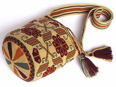 Exceptional small size single tread Wayuu mochila by MingazovArt