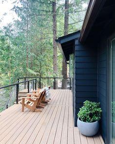 ALLI | home design + styling (@the.hoss.homestead) • Instagram photos and videos Patio Design, House Design, Black House Exterior, House Deck, Home Decor Styles, Backyard, Homestead, Contemporary, Modern