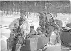 Transportation of the last wounded soldiers ------ Peace treaty (Winter War) between Finland and USSR determined hostilities to end on Wednesday the 13th of March 1940 at 11.00 . Flags were hanging in half-mast out of the horror of the harsh terms of the treaty. [Suomen ja Neuvostoliiton rauhansopimus määräsi taistelut loppumaan keskiviikkona 13. maaliskuuta 1940 kello 11. ]